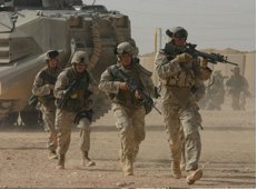Soldiers crossing into Iraq