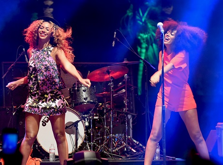 Beyoncé and Solange (photo from www.eonline.com)
