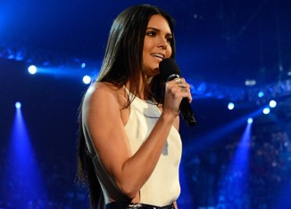 Kendall Jenner during her One Direction flub (photo from www.billboard.com Kevin Mazur/Getty Images