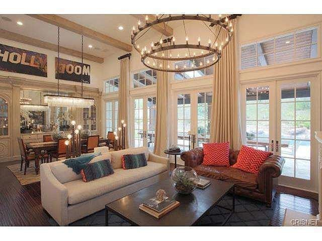 Cathedral-vaulted-ceilings-soar-9-feet-high-dramatic-living